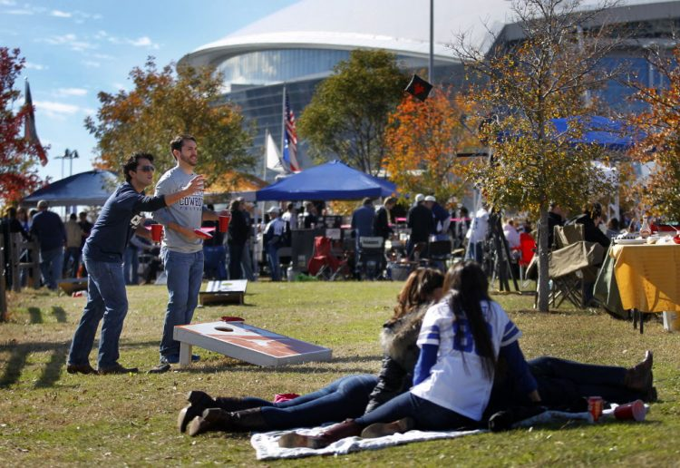 Fort Worth Tailgating Limo Service, party bus, shuttle, Charter, Limousine, bbq, Tailgate, AT&T Stadium, Amon G. Carter Stadium, Cowboys Football, Horned Frogs, TCU