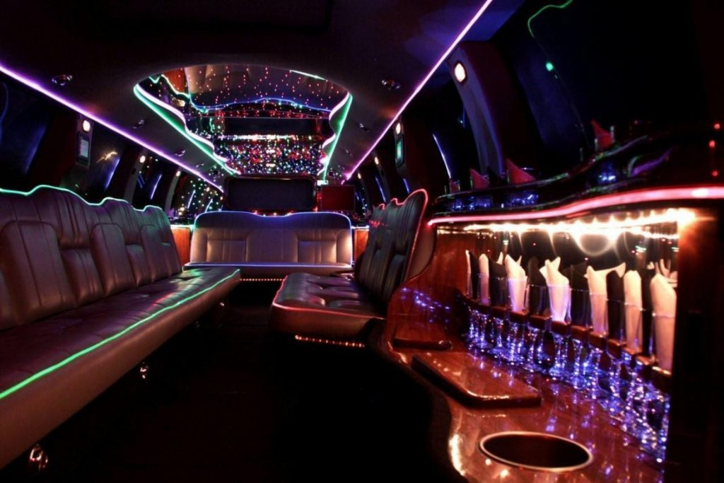 Houston Ford Excursion Limo Rates, Limousine, White, Black Car Service, Wedding, Round Trip, Anniversary, Nightlife, Getaway, Birthday, Brewery Tour, Wine Tasting, Funeral, Memorial, Bachelor, Bachelorette, City Tours, Events, Concerts, SUV