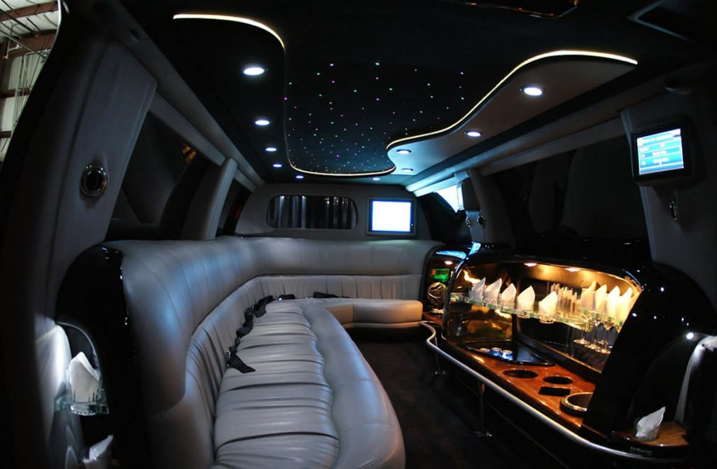 Houston Ford Excursion Limo Services, Limousine, White, Black Car Service, Wedding, Round Trip, Anniversary, Nightlife, Getaway, Birthday, Brewery Tour, Wine Tasting, Funeral, Memorial, Bachelor, Bachelorette, City Tours, Events, Concerts, SUV